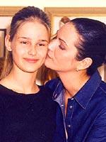 Neta de índia, a morena Luiza Brunet e sua loira filha Yasmin